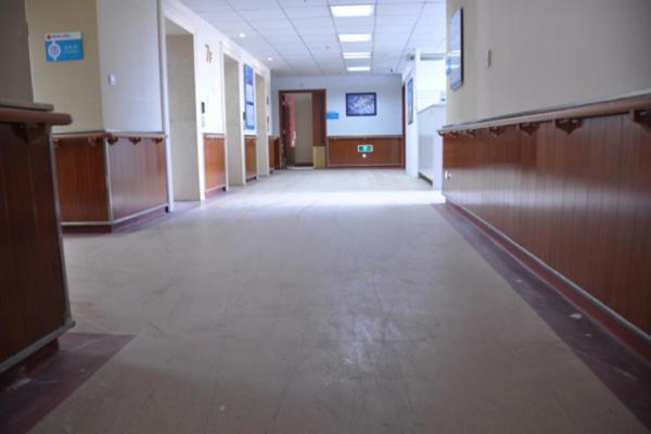 用什么涂料可以给塑胶地板翻新?塑立得回答你