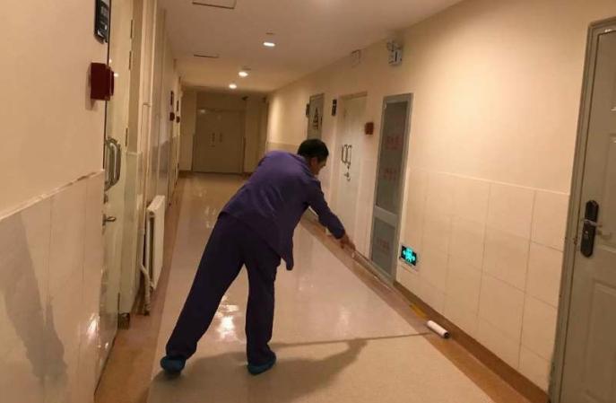塑胶地板怎么清理?我有妙招。