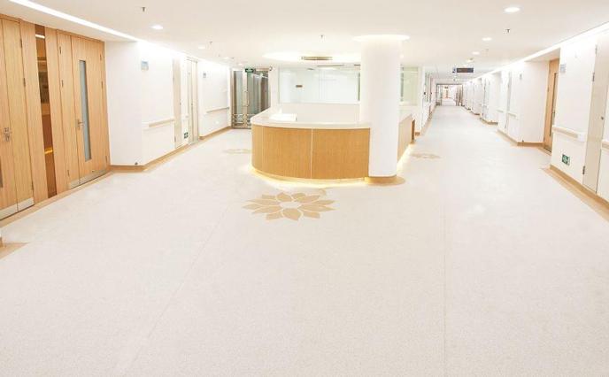 办公室想装修,选择塑胶地板地面翻新选什么涂料?
