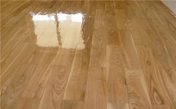 家装地板清洁很费力?塑立得简单易清洁!