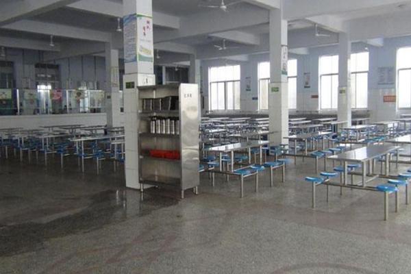暑假快结束了,学校在地面翻新养护方面要下哪些功夫?