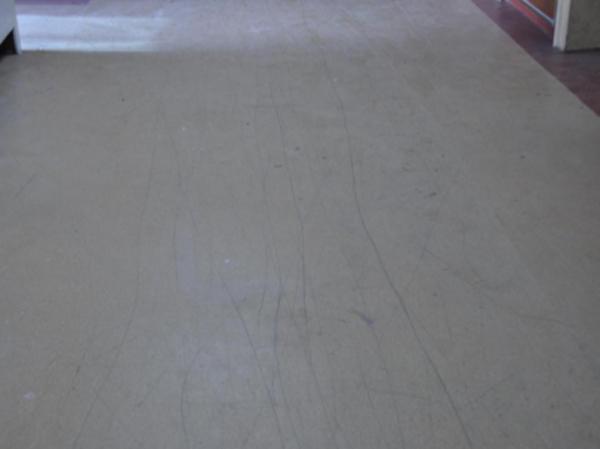 PVC地板施工过程中被划伤该怎么办?