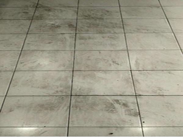 超市瓷砖地面不防滑难清洗如何处理?
