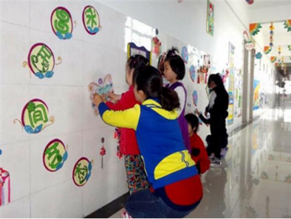 为什么幼儿园防涂鸦墙面漆比瓷砖好?(幼儿园装修小窍门)
