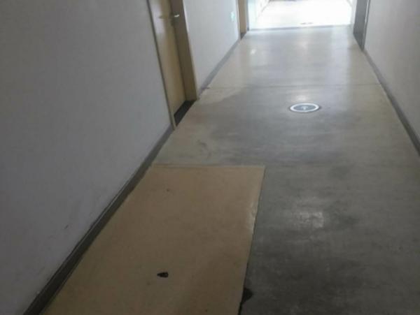塑胶地板之pvc地面损坏您选择翻新还是重铺-看看塑立得怎么做的